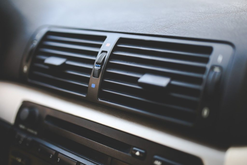 車 エアコン 充填方法 添加剤 順番
